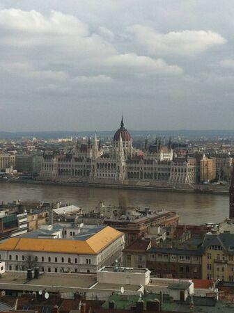 het parlement aan de oevers van de Donau
