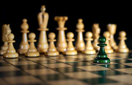 Échecs : un contre tous, attaque au pouvoir (flou) Banque d'images
