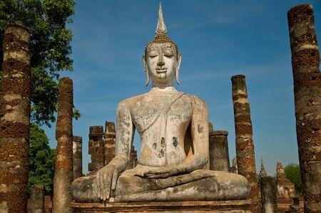 Le parc historique Bouddha de statut sukothai