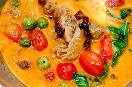 Le plan rapproch� de curry rouge avec style canard r�ti thai