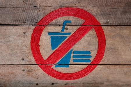 not allowed: The Sign of no food and no drink on wood background Stock Photo