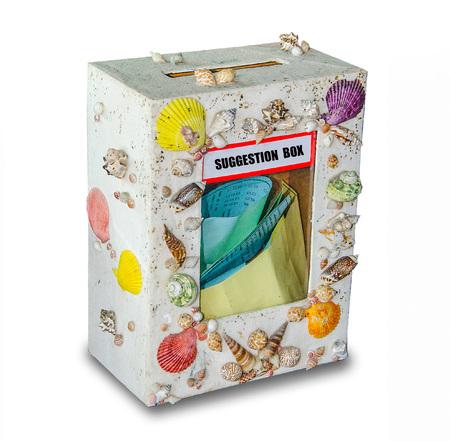 vorschlag: Suggestion Box isoliert auf weißem Hintergrund