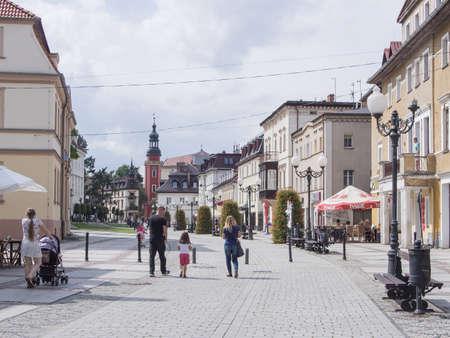 gora: JELENIA GORA, POLAND - AUGUST 14, 2016: Tourists Walking Through Historic Downtown in Warmbrunn, Jelenia Gora, Poland Editorial