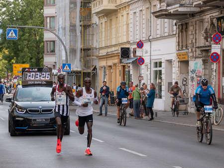BERLIN, GERMANY - SEPTEMBER 16, 2018: Kenyan Long Distance Runner Eliud Kipchoge Running World Record At Berlin Marathon 2018 In Berlin, Germany Banque d'images - 117151622