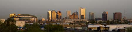 fenice: Le costruzioni ed il paesaggio di Phoenix Arizona Skyline Prima che il sole sorge Archivio Fotografico