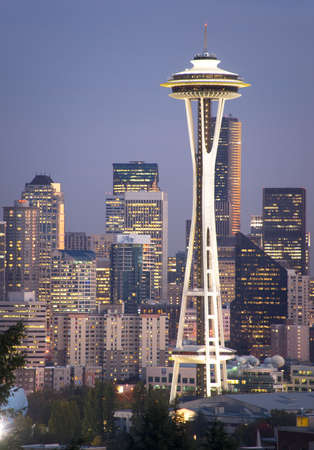 Seattle, Washington, April 103, 2010 - The Buildings of Downtown and The Space Needle at Dusk 에디토리얼