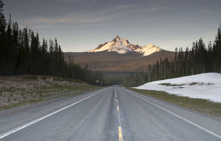 Highway and Forested area around Mt  Thielsen north of Crater Lake 스톡 콘텐츠