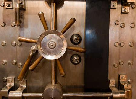 Locked bank vault door in retail store 스톡 콘텐츠