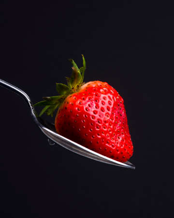 A Silver Spoon Sulverware Utensil Holds Fresh Raw Food Red Strawberry Sweet Snack Imagens