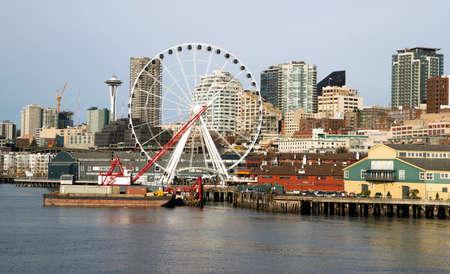 Infrastructure, Buildings, and waterfront attractions Elliott Bay Seattle Foto de archivo