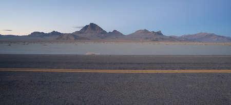 rewarded: Esta carretera lleva mucho tr�fico de Utah en Nevada y los viajeros son recompensados ??con esta escena