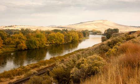 The Yakima River meanders through rich farmland 스톡 콘텐츠