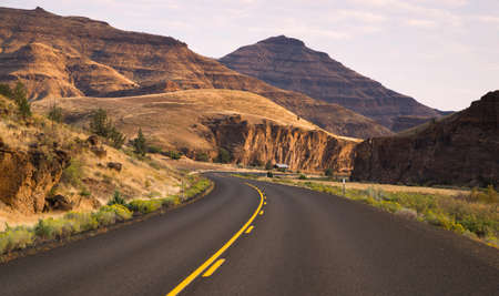 frequent: Curve frequenti Autostrada a due corsie John Day Fossil Beds