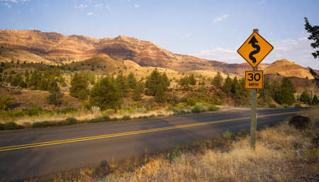 frequent: Curve frequenti Due corsie John Day Fossil Beds Archivio Fotografico