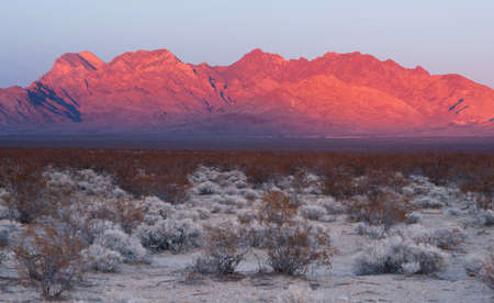 The last of the light hits the mountains in the Mojave Desert Stock Photo
