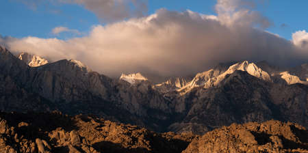 sierra nevada mountain range: Beautiful light hits the mountain range above Alabama Hills Stock Photo