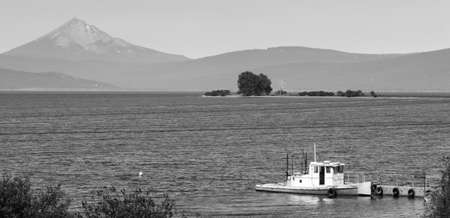 cascade range: An ol boat on Klamath Lake in southern Oregon Stock Photo
