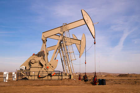 North Dakota Oil Pump Jack Fracking Crude Extraction Machine 스톡 콘텐츠