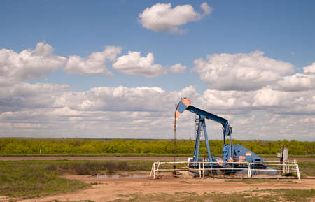 Texas Oil Pump Jack Fracking Crude Extraction Machine photo