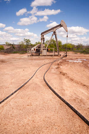 oilwell: Texas Oil Pump Jack Fracking Crude Extraction Machine