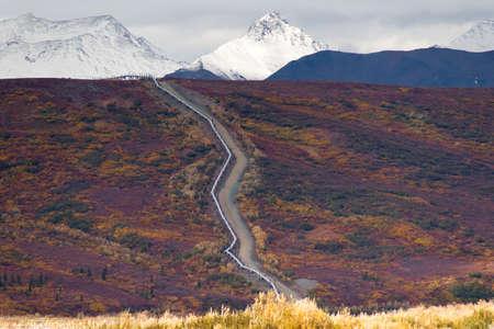 pipeline: The Trans-Alaska Pipeline cuts across the mountainous Alaska Landscape Stock Photo