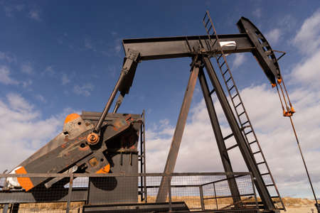 oilwell: Wyoming Industrial Oil Pump Jack Fracking Crude Extraction Machine Stock Photo