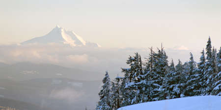 mount jefferson: Mt Jefferson North Cascades Oregon Mountain Range Alpine Forest Stock Photo
