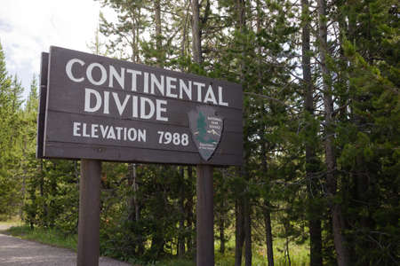 welcom: This sign tells you that you are on the Continental Divide