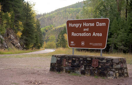 The sign marking the area around Hungry Horse Damn Montana Standard-Bild