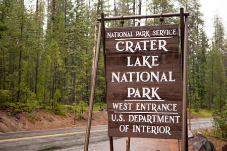 crater lake: A temporary sign marking the entrance to Crater Lake United States Stock Photo
