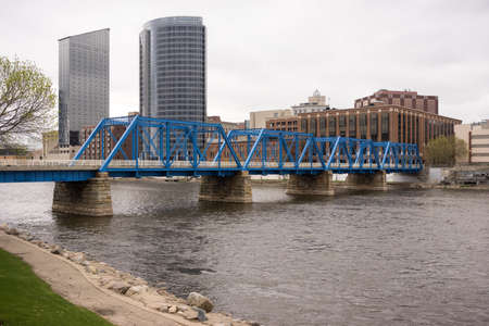 The city of Grand Rapids next to the Grand River in Michigan, USA