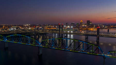 Multi Colors of light hit the Big Four bridge before sunrise around Lousville Kentucky 版權商用圖片