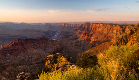 Scene from a viewpoint along the south rim of the Grand Canyon in Arizona USA 版權商用圖片