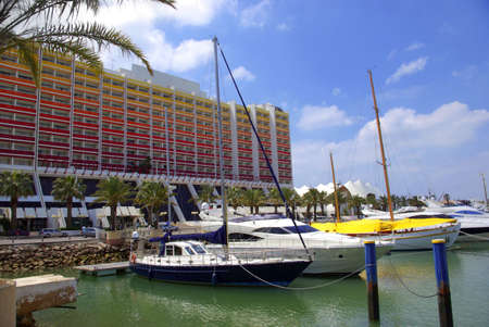 vilamoura: Luxurious yachts docked in marina near large hotel
