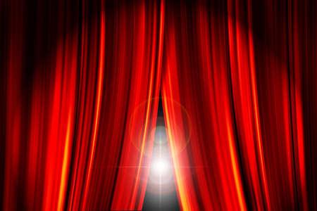 rideaux rouge: Sc�ne de th��tre, des rideaux rouges ouverture montrant une lumi�re torche derri�re eux