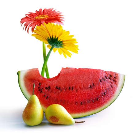 Zwei Blumen zwei Birnen und ein Slice bitten Wassermelone isoliert in weiß Standard-Bild