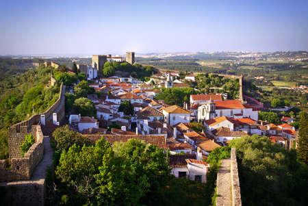 ufortyfikować: Widok z średniowiecznych miejscowości piękna Obidos, w centrum Portugalii Zdjęcie Seryjne