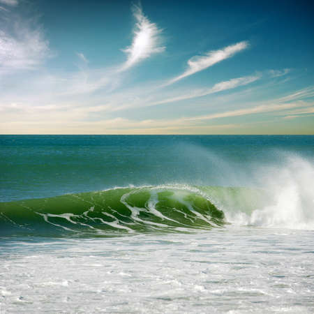 Beautiful seascape with a single perfect wave 版權商用圖片