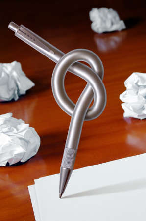 Pen with knot and blank white sheets of paper - Creativity crisis concept Stock Photo - 9577382