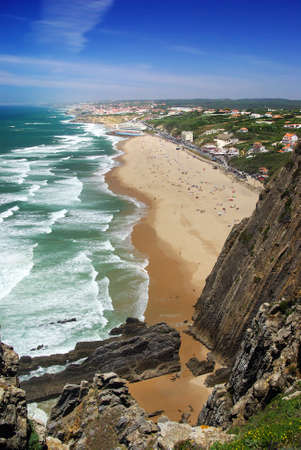 praia: Birds eye view of coastal cliffs and beach in a sunny summer day Stock Photo