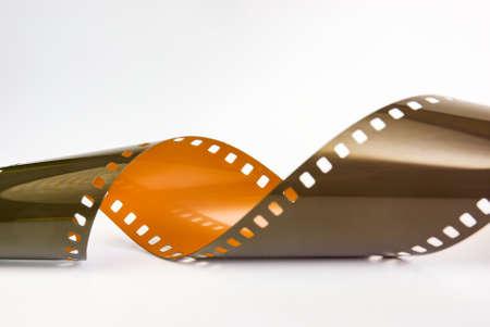 Détail du rouleau de film photographique non développé hors de la cartouche