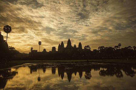 reflection of the Angkor wat photo