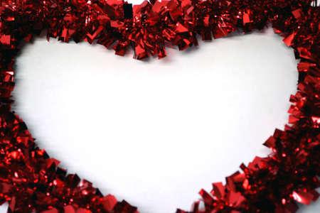 coraz�n blanco bordeado de Red Garland cerca