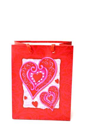 bolsa de regalo rojo coraz�n aislado sobre fondo blanco Foto de archivo