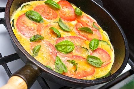 토마토, 애호박, 바질과 오믈렛