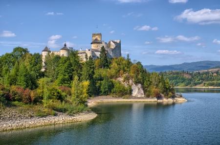 Castle on the lake in Niedzica, Poland Editöryel
