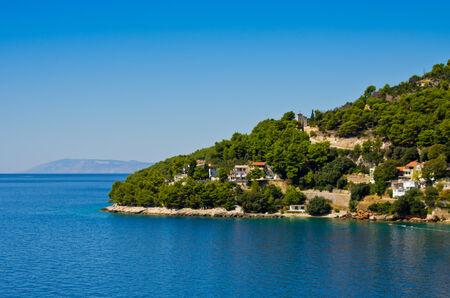 croatian: Croatian coast with few houses