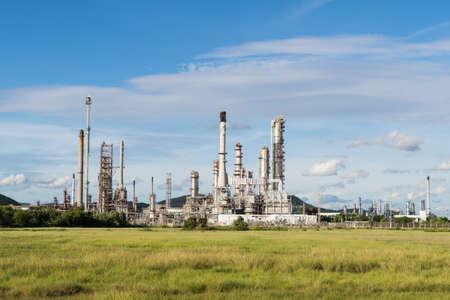 industria petroquimica: Estaci�n de energ�a de la industria petroqu�mica en la tarde de Tailandia