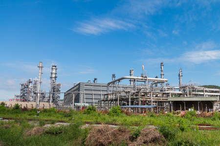 destilacion: Oil Refinery factory with blue sky, Petroleum, petrochemical plant