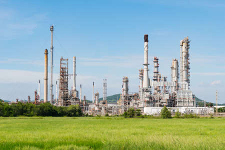 industria petroquimica: Estación de energía de la industria petroquímica en la tarde de Tailandia